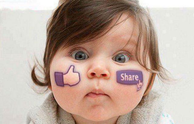 Bebé com logotipo do facebook na bochecha